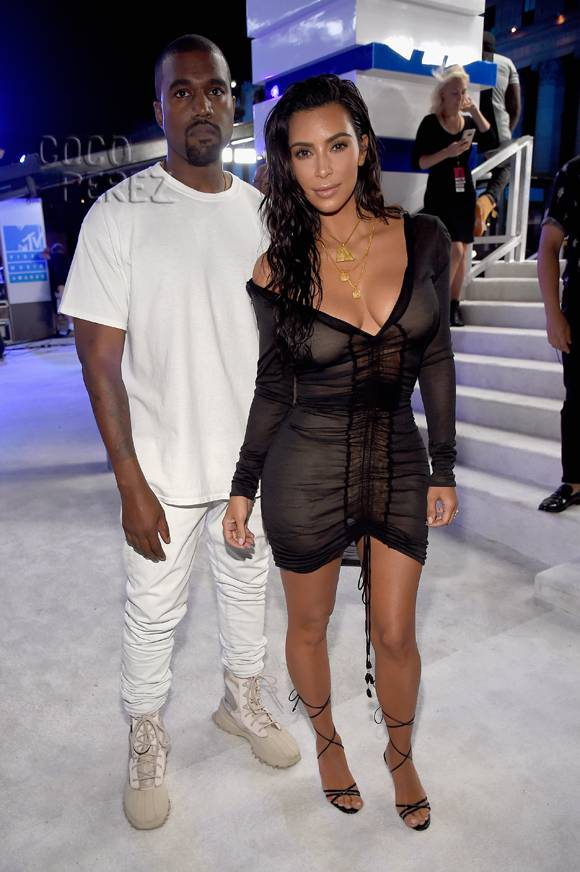 Kim Kardashian Casually Shows Off Her Slim Physique With Kanye West At The MTV VMAs!