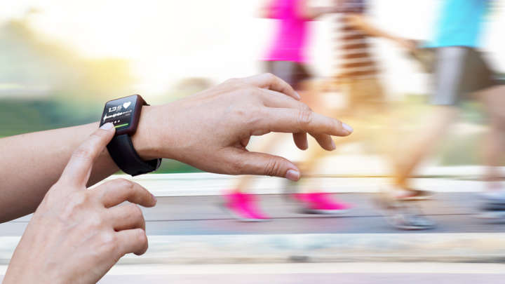 Study Finds No Proof Fitness Trackers Help With Weight Loss