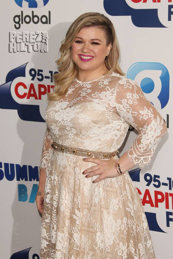 Is Kelly Clarkson Expecting TWINS?!